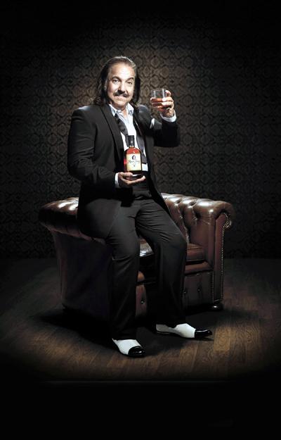 ¿Qué tendrá este ron cuando su imagen hace honor a la famosa estrella masculina del cine X, el actor neoyorkino Ron Jeremy? :)